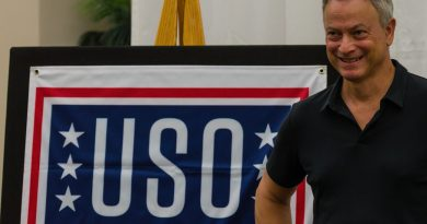 Gary Sinise and the Lt. Dan Band perform at a USO show in Melbourne, FL.  Photo credit: Bill Jelen / We Report Space