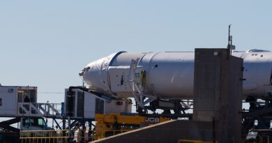 Dragon Capsule late-load on December 11, 2017.  Photo credit: May Ellen Jelen / We Report Space