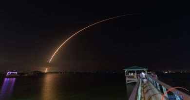 SpaceX's Falcon 9 rocket streaks across Florida skies, carrying  JCSAT-18 and Kacific-1to orbit above the earth.  Photo credit: Michael Seeley / We Report Space