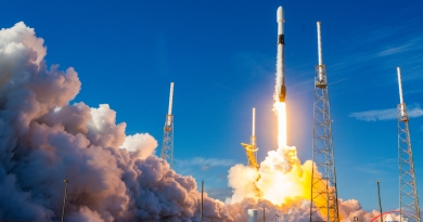 SpaceX's Falcon 9 rocket lifts the 4th batch of Starlink satellites to orbit.  Photo credit: Bill Jelen / We Report Space